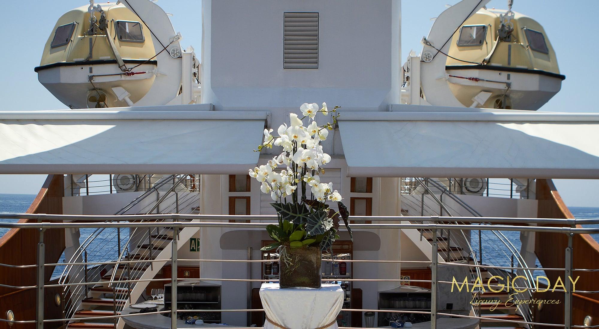 Wedding aboard Christina O mega yacht